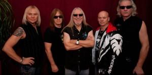 Uriah Heep vokalisti kerää rahaa Hyksin teho-osastoille