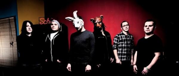 The Bunny The Bear kiinnitetty Victory Recordsille