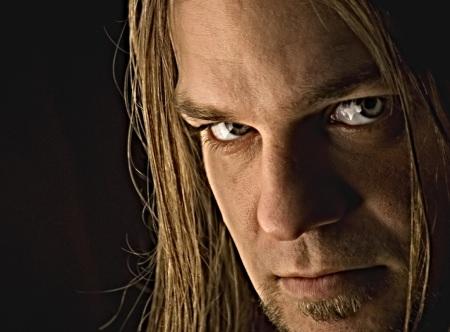 Laulaja Stu Block palasi death metal-yhtye Into Eternityyn