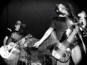 Weedeater kitaristi mursi kätensä