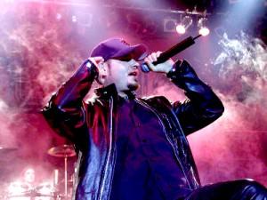 """Tim """"Ripper"""" Owensia (ex-Judas Priest) ei päästetty Iso-Britanniaan: joutui perumaan festivaaliesiintymisensä"""