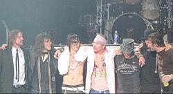 Guns N' Roses uuden albumin kimpussa
