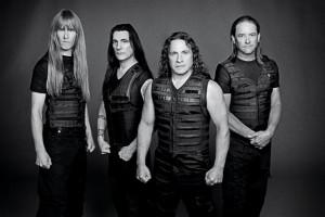 Manowarin Joey DeMaio kertoo Kaaoszinelle mitä yhtyeen fanit voivat odottaa tulevilta Suomen keikoilta