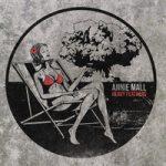 Ennakkokuuntelu: Annie Mall – Heavy Feathers