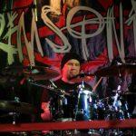 Crimsonic rumpali jätti yhtyeen