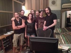 Krampus studioon Coroner kitaristin kanssa