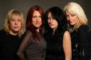Girlschool sekä The Ramonas HietskuRockiin