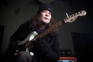 Jake E. Lee´s Red Dragon Cartel vokalisti jätti yhtyeen