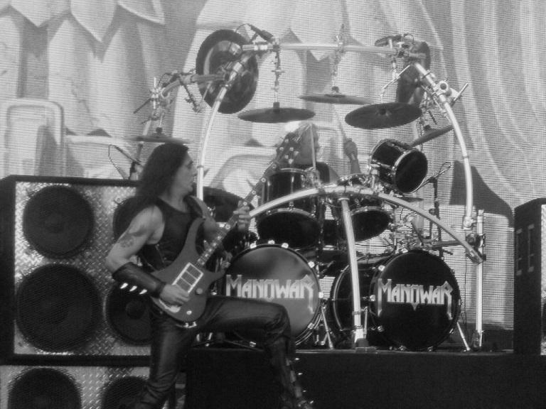 """Manowar soittaa """"Warriors of the Worldin"""" uudella livevideolla"""