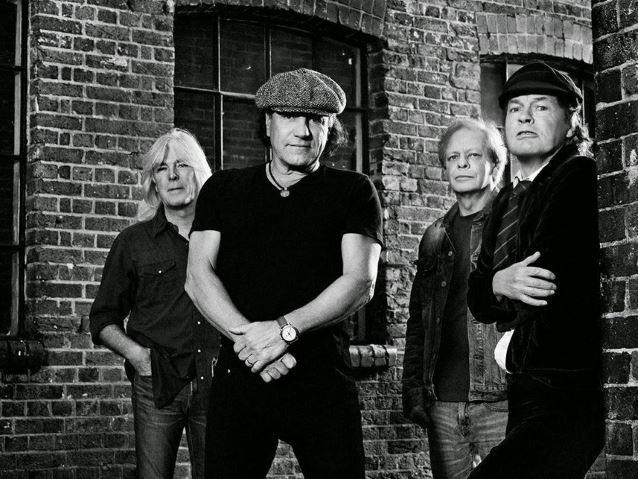 """AC/DC:n """"Back in Black"""" sai uuden ja hyvin nuoren tulkinnan: katso videolta 8-vuotiaan Jesús del Ríon esitys"""
