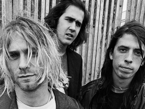 """Dave Grohl: """"Näen yhä unia, joissa soitan Nirvanassa"""""""