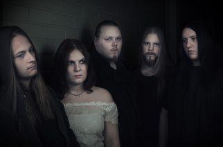 Melodista doom metallia soittavan Red Moon Architectin kolmannen albumin nauhoitukset paketissa