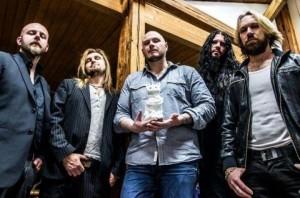 Soilworkin ja Arch Enemyn jäsenten luotsaamalta The Night Flight Orchestralta uusi albumi
