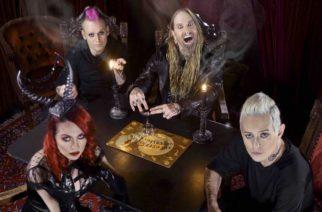 """DevilDriverin Dez Fafara entisen bändinsä parantuneista väleistä: """"En poissulje uutta musiikkia Coal Chamberin kanssa"""""""
