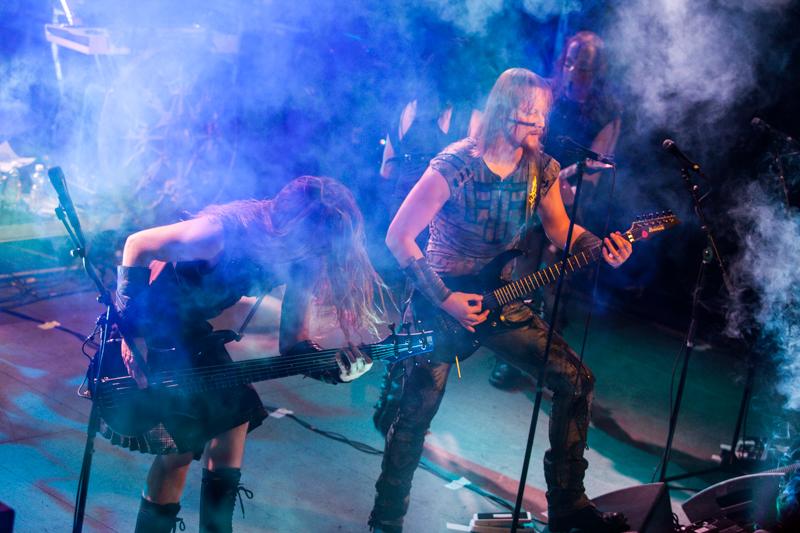 """Ensiferum soittaa """"Two of Spadesin"""" ja """"Treacherous Godsin"""" uusilla livevideoilla"""