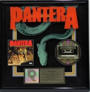 Panteran basisti kauppaa kultalevyjään tulevassa huutokaupassa