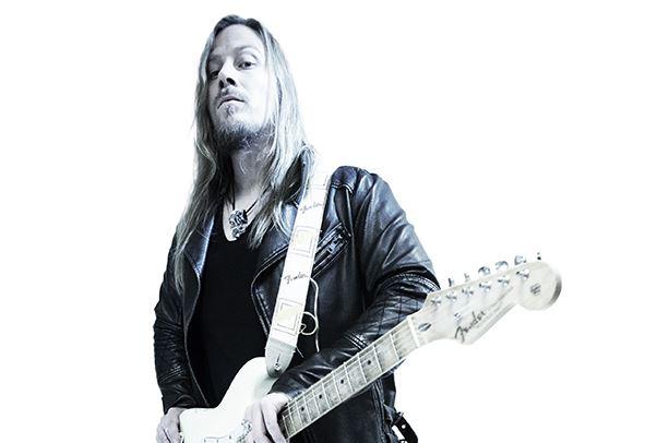 Sabatonin entinen kitaristi Thobbe Englund julkaisi lyriikkavideon tulevalta soololevyltään