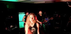 Lionhidelta debyyttisingle musiikkivideon kera