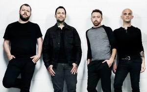 """Rise Againstin Zach Blair: """"Odotamme innolla illan keikkaa Helsingin jäähallissa"""""""