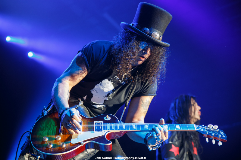 "Slash teki coverin Elton Johnin ""Rocket Man"" -kappaleesta"