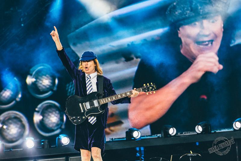 """Angus Young nimeää """"Let There Be Rockin"""" AC/DC:n määrittäväksi albumiksi"""