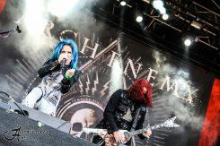 Arch Enemyn fani crowdsurffasi pyörätuolilla yhtyeen keikalla Dynamo Metalfestissa