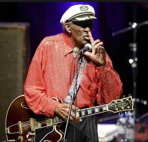 Chuck Berryn keikkaa todistaneille puolet rahoista takaisin