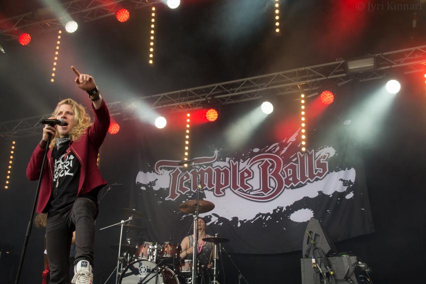"""Temple Balls julkaisi uuden """"MAD""""-kappaleen lyriikkavideon kanssa"""