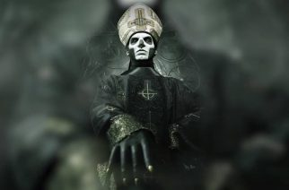 Ghostin Papa Emeritus esiintyi ensimmäistä kertaa julkisesti arkipersoonassaan