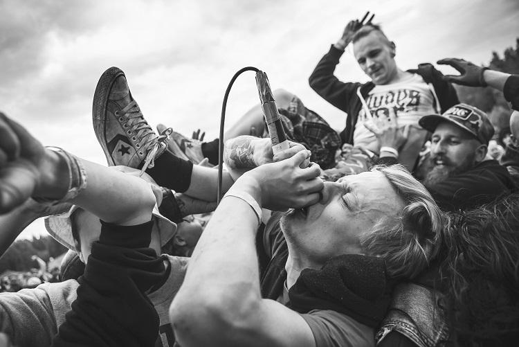 Uudenvuoden juhlat Helsingissä rock n´ rollin tai vihaisen hardcoren tahtiin