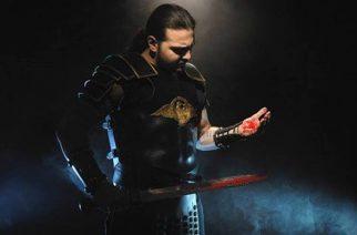 """Kataklysmin Maurizio Iocanon yhteistyö Fleshgod Apocalypsen Francesco Ferrinin kanssa kuunneltavissa Ex Deon uudella """"The Philosopher King"""" -kappaleella"""