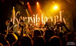 Korpiklaanin vokalisti pitää videopäiväkirjaa yhtyeen parhaillaan meneillään olevasta Heidenfest -kiertueesta
