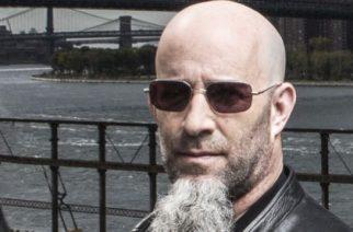 Anthraxin Scott Ian työstämässä toista kirjaansa