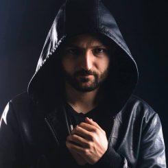 Rob Grounds plagioi Jay Rayn ja Paul Udarovin yhdessä tekemää kappaletta: voitti Linkin Parkin järjestämän laulukilpailun