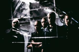 """Tummanpuhuvan vaihtoehtometallin lähettiläs – haastattelussa SKEIN. """"Genremäärittely on muodostunut bändin sisäiseksi vitsiksi,"""" sanoo Juha Höyssä."""