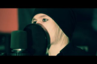 """Delta Enigman laulaja veti tyylikkään coverin Papa Roachin """"Gravity""""-kappaleesta"""