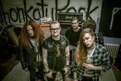 Kemin kurittomimman yhtyeen Slap Betty!:n uusi albumi Kaaoszinen ensisoitossa