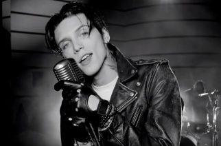 """Black Veil Bridesin keulakuva Andy Biersack julkaisi musiikkivideon coveriinsa kappaleesta """"My Way"""""""
