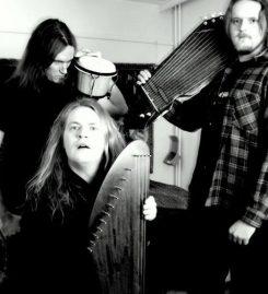 Metallin välkettä Jyväskylän Kirjamessuilla – haastattelussa sähkökanneltaja Juha Jyrkäs