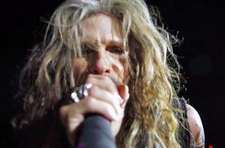 Aerosmithin kultakurkku Steven Tyler esiintyi Osakassa Loving Maryn merkeissä: livevideoita keikalta katsottavissa