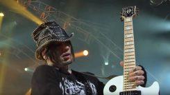 """DJ Ashba """"Guns N' Rosesista lähteminen oli elämäni vaikein päätös"""""""