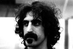 """Julkista oikeusdraamaa Frank Zappan perikunnassa: """"Jos puhumme lakimiestemme kautta, se johtuu siitä, ettet suostu kommunikoimaan muuten"""""""