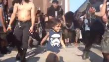 Päivän söpöysannos: lapsi Maryland Deathfestin moshpitissa sulattaa kovimmankin metallifanin sydämmen