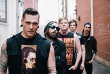 Kristillisen metalliyhtyeen laulaja kääntyi ateistiksi: fanit repivät julisteita ja rikkoivat levyjä