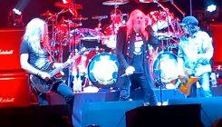 Saxon soittaa Lemmylle tribuuttikeikan Metal Hammer Golden Gods Awardsissa yhdessä Mikkey Deen sekä Phil Campbellin kanssa