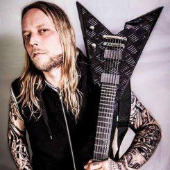 """Entinen In Flames-kitaristi uudesta bändistään: """"Nämä kappaleet ovat parhaita, joita olen ikinä kirjoittanut"""""""