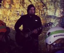 Deftones-vokalisti Chino Moreno soitti keikan tulivuoren sisällä: katso fanien kuvaamia videoita