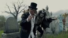 Gene Simmons -parodiaa ja rockin kuolemaa: katso Helixin uusi musiikkivideo