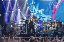 Valovoimainen Queen otti yhdessä Adam Lambertin kanssa Kaisaniemen puiston haltuunsa: katso kuvagalleria yhtyeen keikalta