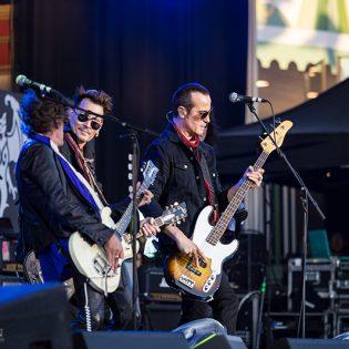 Johnny Depp, Alice Cooper ja Joe Perry saapuvat Suomeen sunnuntaina – katso yhtyeen settilista Tukholmasta